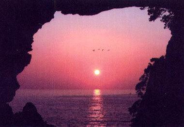 「洞窟の夕日」 山岸哲夫さん (越前市)